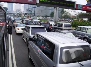 kendaraan di jalan raya